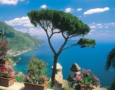 The Amalfi Coast *sigh* (via Italy Travel Experience) Socotra, Great Places, Places To See, Beautiful Places, Amazing Places, Palawan, Angkor, Dream Vacations, Vacation Spots