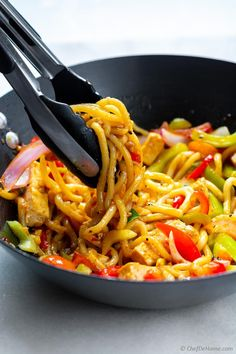 Easy Stir Fry with Udon Noodles Quick and easy Tofu and Vegetable Stir Fry with caramelized Udon Noodles. Just 20 Minutes from Kitchen to Dinner table. Noodle Wok, Beef Noodle Stir Fry, Stir Fry Noodles, Udon Noodles, Veggie Stir Fry, Fried Udon, Pan Fried Noodles, Lasagna Recipe Videos, Thai Basil Beef