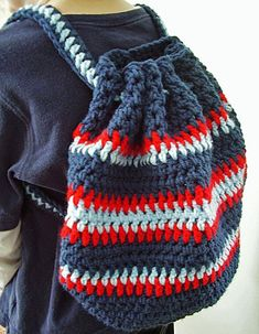 Crochet Toys For Boys Vanessas Values: Shoe Boxes for Boys: Crocheted Backpack (Free Pattern) Crochet For Boys, Love Crochet, Crochet Gifts, Crochet Baby, Knit Crochet, Crochet Handbags, Crochet Purses, Crochet Dolls, Crochet Backpack Pattern