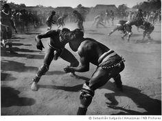 blog Semióticas  Imagens do projeto Gênesis: acima, pesca da tribo Waurá   na laguna Piulaga, na Amazônia, e ritual dos Waurá no Kuarup  Sebastião Salgado