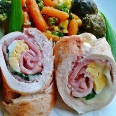 Húsvéti göngyölt csirkemell Meat Recipes, Chicken Recipes, Blue Cheese Chicken, Chia Puding, Looks Yummy, Fresh Rolls, Potato Salad, Sushi, Bacon