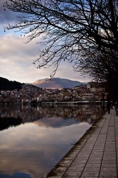 Kastoria in northern Greece in the region of West Macedonia. It is situated on a promontory on the western shore of Lake Orestiada. Greece Vacation, Greece Travel, City Photography, Landscape Photography, Macedonia Greece, Winter Destinations, Parthenon, In Ancient Times, What A Wonderful World