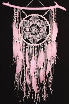 Dream Catcher Pink, Beautiful Dream Catchers, Crafts To Make, Arts And Crafts, Crochet Dreamcatcher, Talisman, Pink Gifts, Boho Baby, Simple Christmas