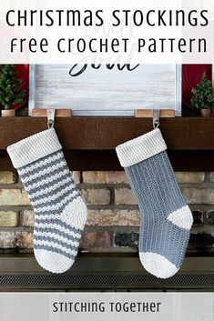 These beautiful country crochet Christmas stockings are just what you are looking for. Head to the post to get the free pattern and get started now! Crochet Christmas Garland, Crochet Christmas Stocking Pattern, Crochet Stocking, Holiday Crochet, Christmas Knitting, Crochet Christmas Stockings, Christmas Crafts, Christmas Patterns, Burlap Christmas