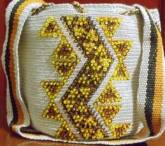 MOCHILAS WAYUU DECORADAS CON CRISTALES Tapestry Bag, Textiles, Cloth Bags, Boho Fashion, Blanket, Crochet Bags, Purses, Style, Google
