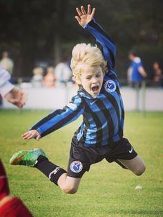 """This is my famous 'Neymar dive. Soccer Boys, Football Boys, Kids Sports, Triathlon, Kids Boys, Cute Boys, Kids Photography Boys, Kicker, Soccer Coaching"
