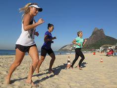 Oi, Gente! As meninas do blog Vem com elas estão com uma campanha super legal que se chama #vceaovivo, a cada semana alguém é convidado para fazer um treino na areia, na Tenda Paceclub, no Leblon, ...