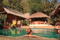 Laos, Nong Khiaw: Der er intet, som Laos' smukke flodlandskaber, og Mandalou Ou Resort ligger lige lige netop her!