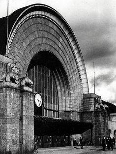 Viipurin rautatieasemassa on jotain kovin tuttua. Lappland, History Of Finland, Viborg, Map Pictures, Central Asia, Helsinki, Old Photos, Nostalgia, Big Ben