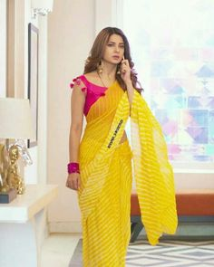 India is so special for the rich cultural variety and colourful dressing traditions. Saree (sari) is the best among Indian dresses. Saree Blouse Neck Designs, Saree Blouse Patterns, Designer Blouse Patterns, Fancy Blouse Designs, Trendy Sarees, Stylish Sarees, Stylish Blouse Design, Casual Saree, Elegant Saree