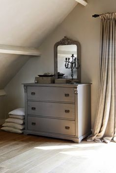 for guest bedroom 2 Grey Chest Of Drawers, Beautiful Bedrooms, Beautiful Interiors, Home Bedroom, Master Bedroom, Extra Bedroom, Image Deco, Grey Houses, Ideas