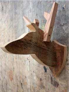 Поделка в охотничий домик-голова,чучело оленя из дерева.