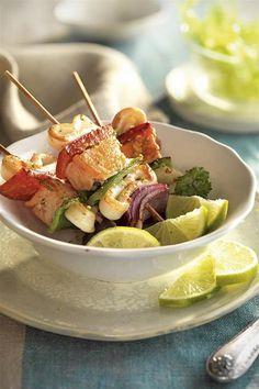 brochetas de calamar y salmon. Brochetas de calamar y salmón Healthy Diet Tips, Good Healthy Recipes, Diet Recipes, Healthy Eating, Menu Leger, Good Food, Yummy Food, Food Humor, Clean Eating Recipes