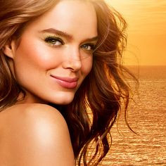 Capture the sun's light and shine long into the sunset with the products from our new KIKO Gold Waves collection.