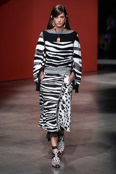 Ports 1961 Spring 2020 Ready-to-Wear Fashion Show - Vogue 2020 Fashion Trends, Fashion Week, Fashion 2020, Look Fashion, Runway Fashion, Spring Fashion, High Fashion, Womens Fashion, Fashion Design