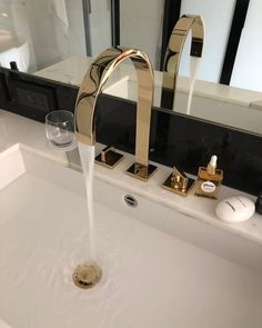 Diy Bathroom Decor, Bathroom Inspo, Bathroom Interior Design, Bathroom Inspiration, Gold Bathroom, Home Room Design, Dream Home Design, House Design, Design Bedroom