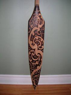 Paddle Making (and other canoe stuff): Cherry Fusion Paddle Native Tattoos, Maori Tattoos, Painted Oars, Maori Symbols, Maori Patterns, Polynesian Art, Maori Designs, Nz Art, Wooden Art