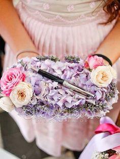 Porta penna floreale, romantico e delicato per rendere unico il momento delle solenni firme.
