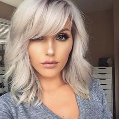 Best Medium Bob Frisuren und Frisuren im Jahr 2019 Medium Bob Haircuts with Bangs – Farbige Haare Bob Hairstyles With Bangs, Cool Haircuts, Pretty Hairstyles, Bangs Hairstyle, Hairstyles Haircuts, Blonde Fringe Hairstyles, Hairstyle Ideas, Med Length Hairstyles, Bob Hairstyles How To Style