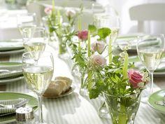 décoration printemps, composition de muguet et bougies