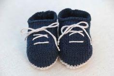6 patrones gratis de patucos de bebe diy Knitted Booties, Knitted Slippers, Baby Booties, Knitting For Kids, Baby Knitting Patterns, Free Knitting, All Free Crochet, Knit Crochet, Crochet Baby Shoes