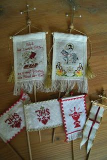 Christen, Osterlamm-Fahnen Christmas Stockings, Diy And Crafts, Cross Stitch, Textiles, Angel, Embroidery, Holiday Decor, Spring, Crochet
