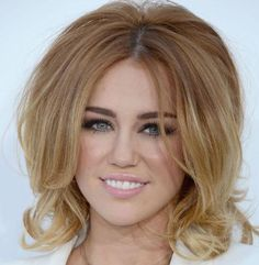 Miley's Short Bob >>>