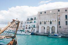 Récit de voyage dans les Pouilles et partage de nos adresses coups de cœur. Cuisine, bar, visite des centres historiques et baignade.