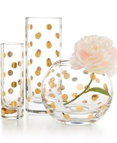kate spade new york Pearl Place Vase Collection The Pearl Place Vase Collection from kate spade new york features standout patterns in rich, gold-tone hues--perfect for decoration or complementing your favorite floral arrangements! Easy Home Decor, Home Office Decor, Office Ideas, Office Furniture, Office Designs, Home Decor Accessories, Decorative Accessories, Office Accessories, Farmhouse Side Table