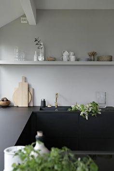 Choosing the right kitchen colors - 60 kitchen designs in different shades - modern matt black kitchens for kitchen furniture and white walls - Kitchen Furniture, Kitchen Interior, Kitchen Decor, Furniture Design, Black Kitchens, Cool Kitchens, Küchen Design, Interior Design, Hallway Designs