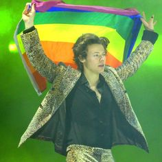 Harry Styles And his suits on tour Harry Styles Live On Tour Pics b… #overig # Overig # amreading # books # wattpad