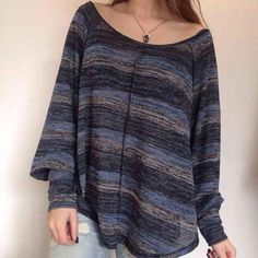 Free People Loose Fit Sweater Free People Sweater  Size Small  Excellent condition. Loose fit.   Light weight. So pretty! Free People Tops