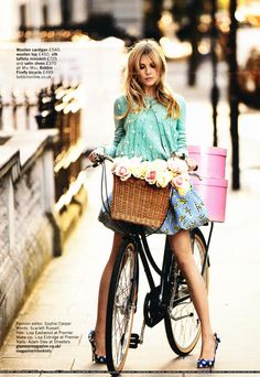 Clemence Poesy on her vintage bicycle, in Glamour UK, February 2012 Cycle Chic, Parisienne Chic, Clemence Poesie, Street Mode, Glamour Uk, Glamour Magazine, Paris Mode, Bicycle Girl, Retro Bicycle