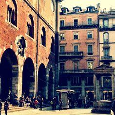 Milan. Piazza dei Mercanti.