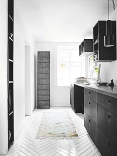 white tile herringbone floor - Google zoeken