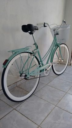 Ceci caloi fixed gear Bycicle Retro, Bycicle Woman Fixi Bike, Cruiser Bicycle, Buy Bike, Bicycle Pictures, Retro Bicycle, Road Bike Women, Cycle Chic, Cool Bike Accessories, Bike Style