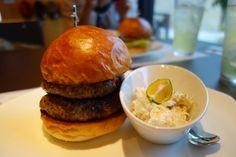 宮古島のダグズバーガー。 このために宮古島に通うようなもの。 Okinawa, Hamburger, Ethnic Recipes, Food, Style, Swag, Stylus, Hamburgers, Burgers