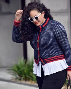 Comin' at you with a fun for your Tuesday.Layer a peplum or ruffled top under a cardigan for extra style drama, 'cause lookin'… Ootd Fashion, Curvy Fashion, Modest Fashion, Plus Size Fashion, Fashion Trends, Curvy Outfits, Plus Size Outfits, Really Cute Outfits, Black Skinny Pants