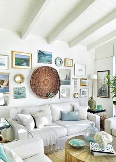 Incredible A cozy beach cottage living room with a seaside-inspired gallery wall and vaulted ceiling. The post A cozy beach cottage living room with a seaside-inspired gallery wall and vaulte… . Cottage Living Rooms, Coastal Living Rooms, Living Room Decor, Cozy Living, Beach Themed Living Room, Decor Room, Small Living, Dining Room, Beach Cottage Decor