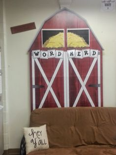 Another year, another theme! This year, our graders are going to be excited to be in class with a WESTERN theme! Farm Classroom Decorations, Hallway Decorations, Classroom Themes, Holiday Bulletin Boards, Farm Unit, Western Parties, Western Theme, Farm Theme, School Daze