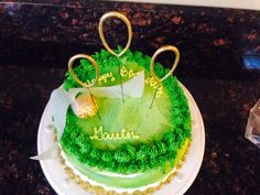 """Easy Harry Potter cake: golden snitch (ferrero rocher chocolate with wax paper wings; grocery store cake with green frosting and """"grass"""" border Harry Potter Quidditch, Harry Potter Food, Harry Potter Birthday, Boy Birthday, Birthday Parties, Birthday Cakes, Birthday Ideas, Sparkler Candles, Ferrero Rocher Chocolates"""