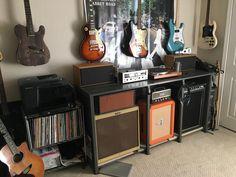 90 small inspiring studio music ideas for apartments 3 Home Music Rooms, Music Studio Room, Studio Setup, Band Rooms, Guitar Storage, Music Corner, Recording Studio Design, Guitar Room, Little Corner