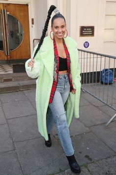Toms Shoes OFF!> Alicia Keys from The Big Picture: Todays Hot Photos Braided beauty! The songstress steps out with long braided locks and layered fashion in London. Celebrity Outfits, Celebrity Style, Celebrity Babies, Jennifer Lopez, Jennifer Garner, Alicia Keys Style, Kylie Jenner, Tom Ford, Two Toned Jeans