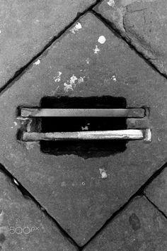 Siena tombino con barre di metallo - Siena tombino con barre di metallo