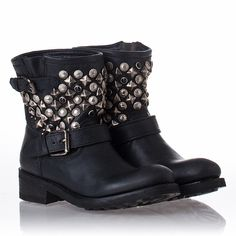 Womens Titanic Boot Black Leather/Antique Studs I want these so bad