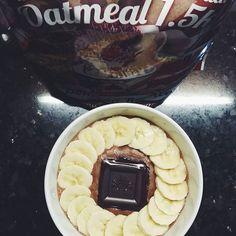 Fim de semana a começar com uma experiência nova   Papas de aveia sabor Bombom Rocher  #bomdia #breakfast #oatmeal #oats #oatlove #papasdeaveia #maxprotein #missfitteam #womanshealthportugal #eusouwh #comidadobem #beyourownhero ( # @anahgmonteiro)