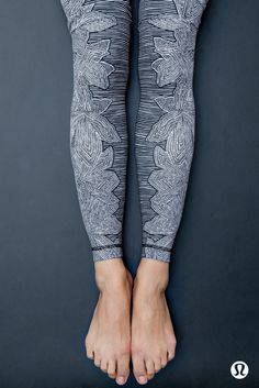 Yoga Clothes : We can't get enough of these printed yoga pants from Lululemon! You can get your practice down to a fine art in this intricate hand-drawn print. Yoga Pants For Work, Printed Yoga Pants, Yoga Fashion, Fitness Fashion, Fashion Outfits, Fashion Ideas, Yoga Mode, Barefoot Running, Yoga Wear