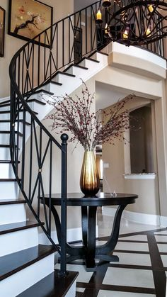 Most people dream of a big house with two or more floors. SelengkapnyaTop 10 Unique Modern Staircase Design Ideas for Your Dream House Wrought Iron Stair Railing, Stair Railing Design, Staircase Railings, Modern Staircase, Stair Case Railing Ideas, Banisters, Glass Stair Railing, Painted Staircases, White Staircase