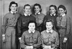 Left rear. Eeva Jokela, Sylvi Ilomäki, Eila Vähäkainu, Hilja Ojaniemi and Tyyne Väisänen. Front - Laina Nummi and Liisa Savolainen Military Positions, Finnish Women, Eilat, Air Raid, Warrior Women, Large Women, Armed Forces, Love Heart, Finland