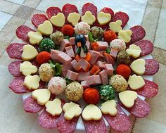 12 Cold Appetizers Serving Ideas for all Occasions Cold Appetizers, Appetizer Dips, Appetizers For Party, Appetizer Recipes, Sausage Platter, Food Table Decorations, Tapas, Cold Dishes, Brunch Buffet